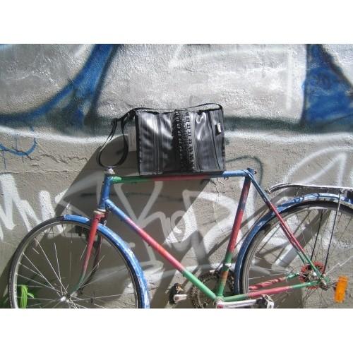 Leonca Tasche Small aus Fahrradschlauch und Mantel